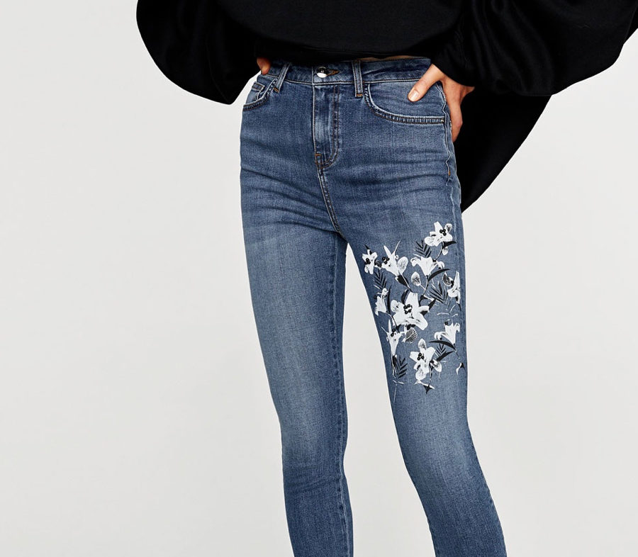 1f89f8d418 Zara jeans with white flowers ...